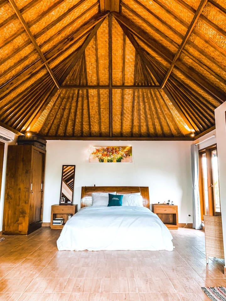 Big studio, Private rooftop, central canggu