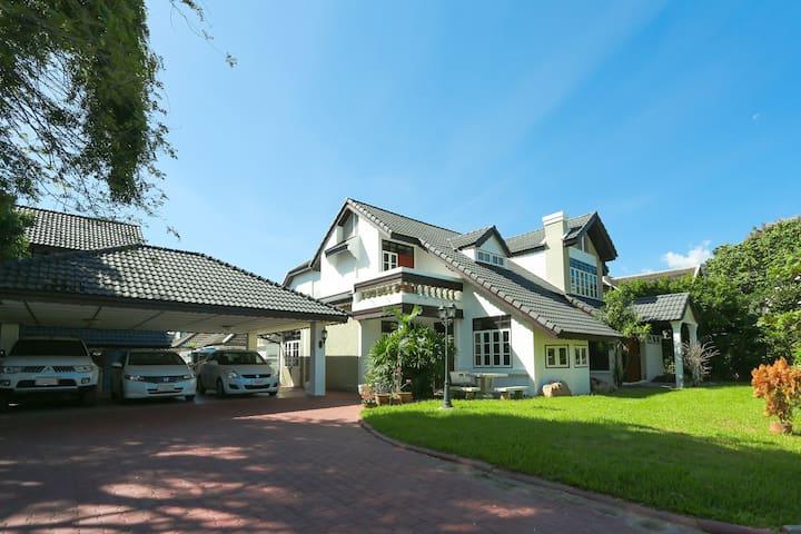 Luxury villa on Nimmanhaemin Road - Su Thep - Haus