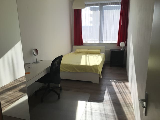 comfortable bed & spacious room close to Amsterdam - Utrecht - Apartment