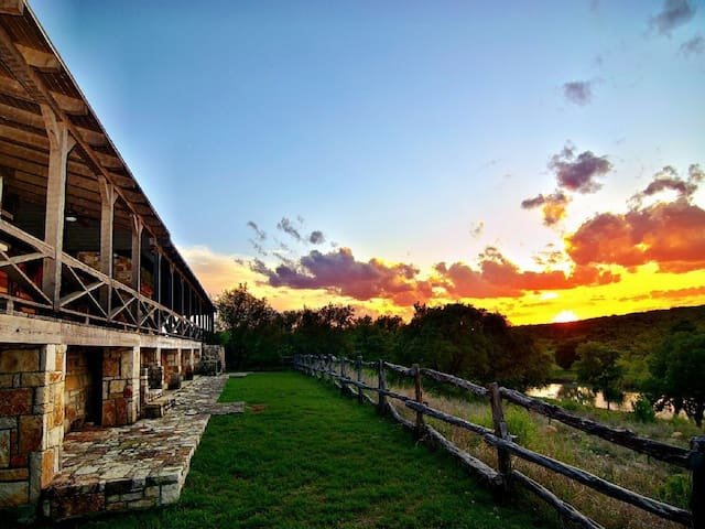 1000 Acre Family Reunion Ranch - sleeps 60