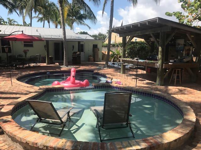 1B/1B  Key West Style Resort Bungalow w/ Pool
