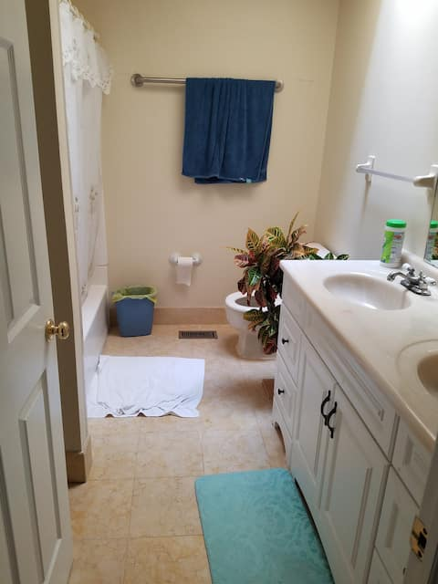 Furnished bed room for 1 person,  shared bathroom