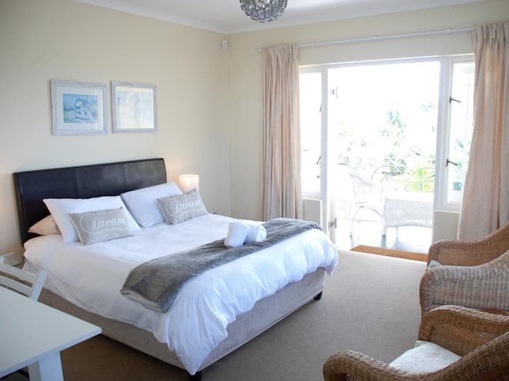 Your place to stay in Plettenberg Bay - Rm 3