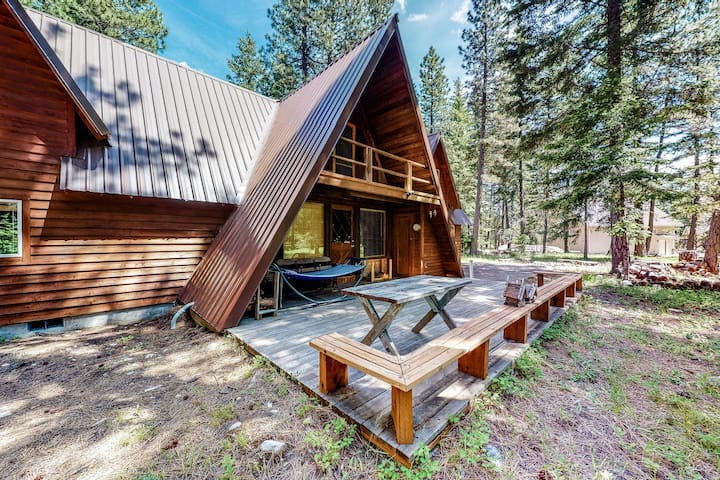 Spacious, family-friendly retreat w/ air hockey & firepit-close to the lake!