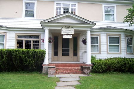 Jeffersonian B&B Twin Suite - Jeffersonville