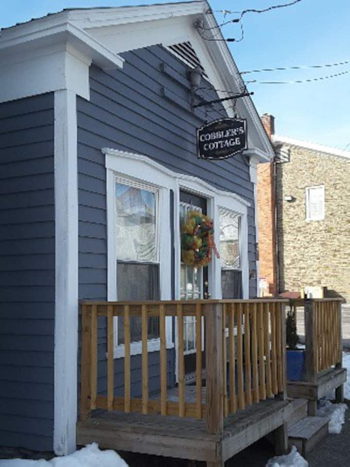 Cobbler's Cottage -Your Home Away from Home