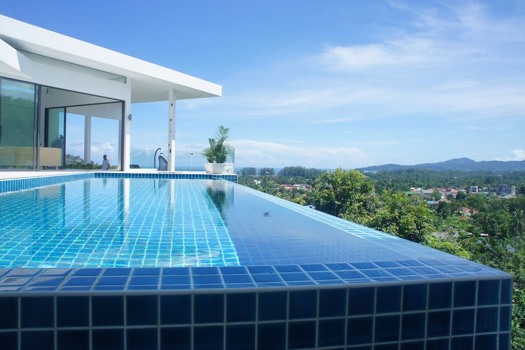 13 x 4 meter infinity pool with stunning tropical forest views