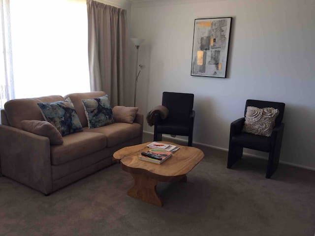 2Bedroom unit in a quiet neighbourhood & free WiFi