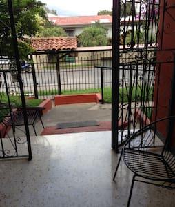 Casa Atmos 5min San Jose Costa Rica