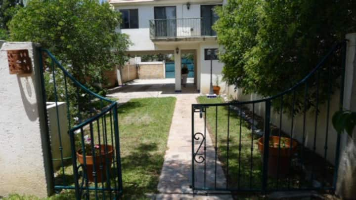 Lovely furnished apartment w/garden