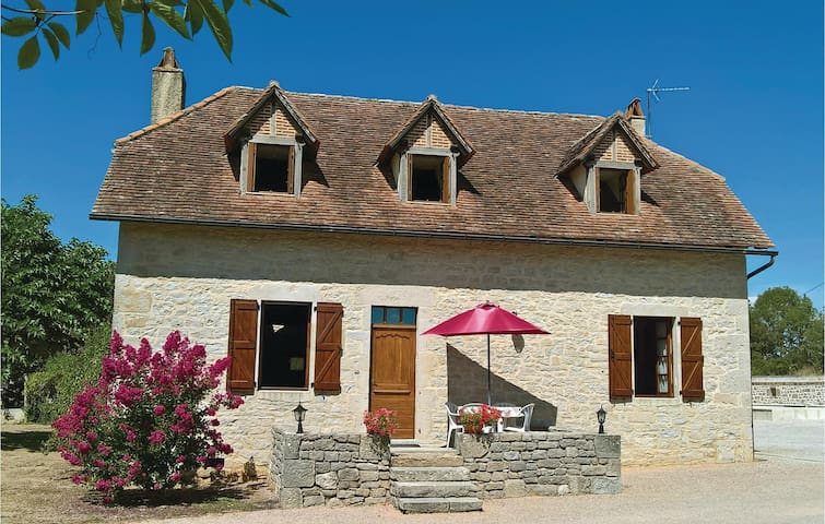 Holiday cottage with 4 bedrooms on 140 m² in Padirac