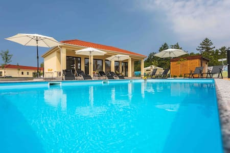 Pool & sea  Apartment in a small village Klimno  
