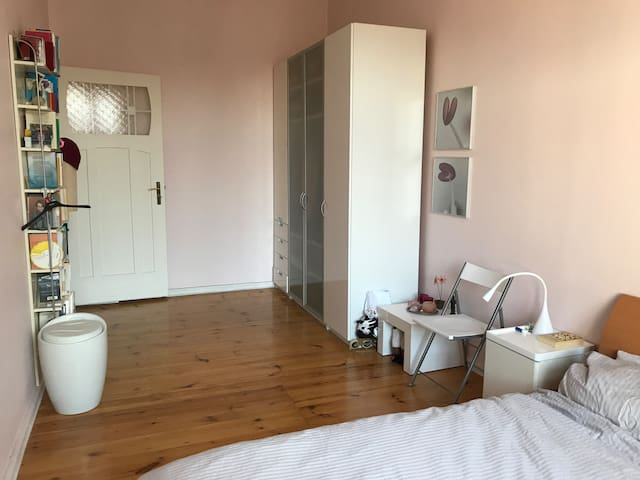 1 bedroom in charming old building in city center