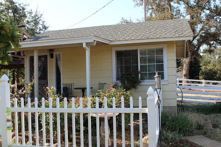 Charming Cottage in Country Setting - Oroville - Apartment