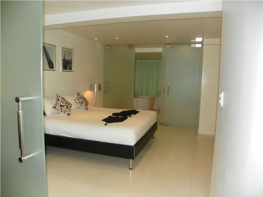 Bedroom showing to Bathroom