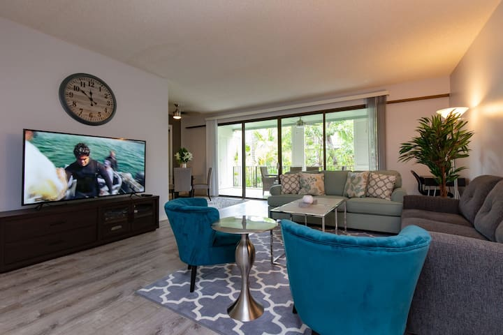 Third-Floor Kahala Beach Condominium