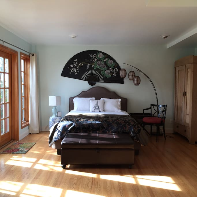 Private room with Queen bed and Twin bed ottoman.