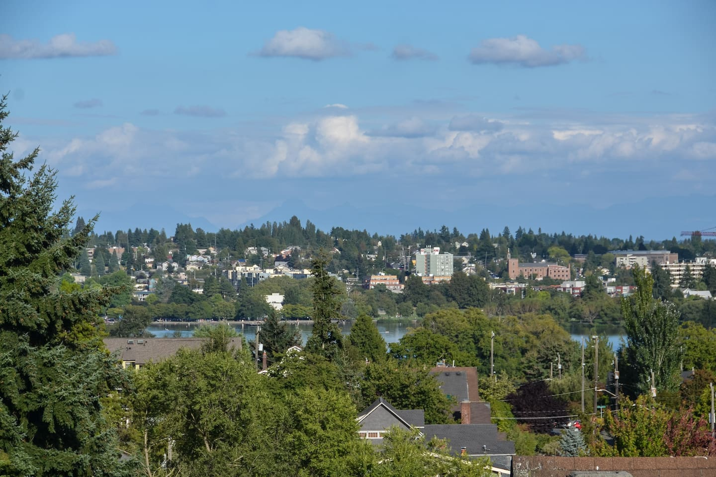 View of greenlake from upper deck - mountains are there today!