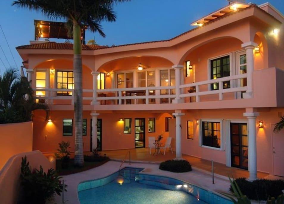 Ocean Front House - Casa Feliz