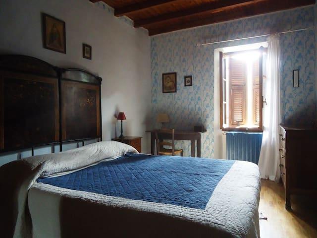 Turquoise bedroom (1st floor)