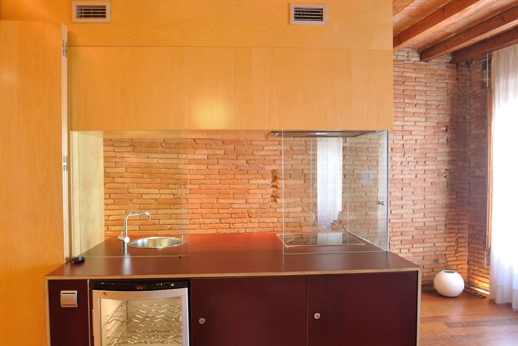 How would you like the kitchen, opened or closed? Use the glass panels.
