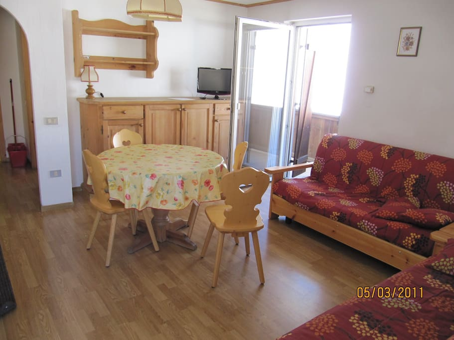 Living Room with sofa beds / Soggiorno con divani letto