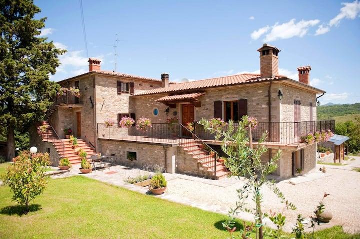 Apartamento de 3 habitaciones en Arezzo, con piscina compartida, jardín cerrado y WiFi