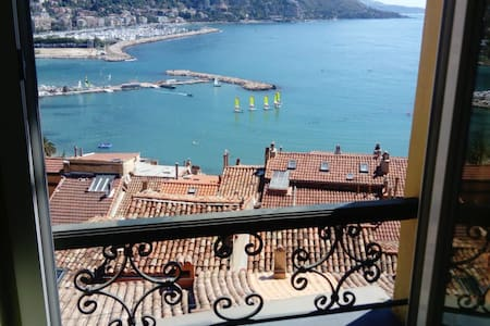 Breathtaking  Sea View &Breakfast: LE PETIT BATEAU