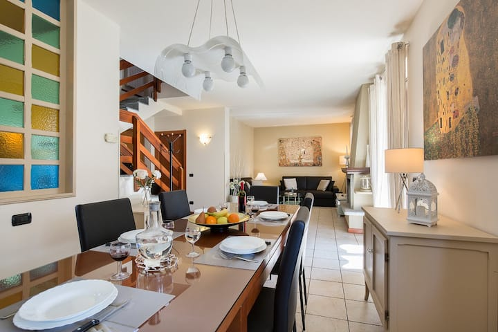 BEAUTIFUL HOUSE WITH PARKING/GARDEN/PATIO/WIFI