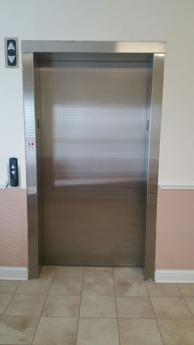 No need to carry your bags up the stairs (unless you want to).  Elevator access to the 2nd floor suite.