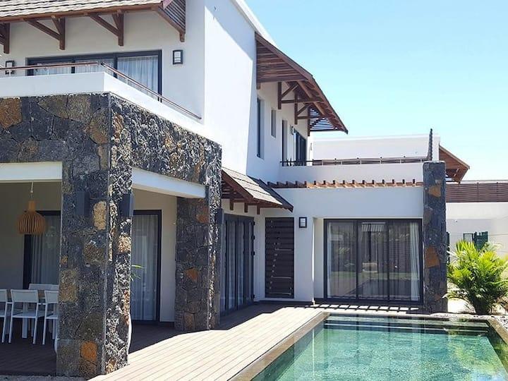 Somptueuse Villa, proche de la plage, pres Gd Baie