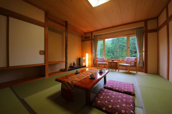 Transfer from JR Noboribetsu sta / Onsen open-air bath available / 2 Meals included / Capacity for 4 people