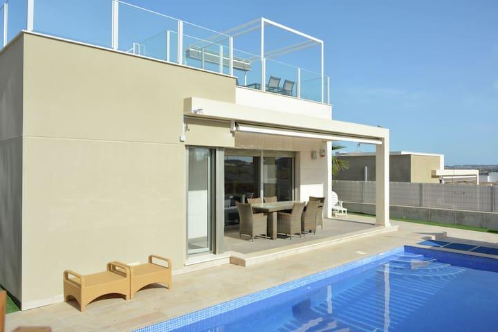 Luxuriöse Villa in Orihuela mit eigenem Pool