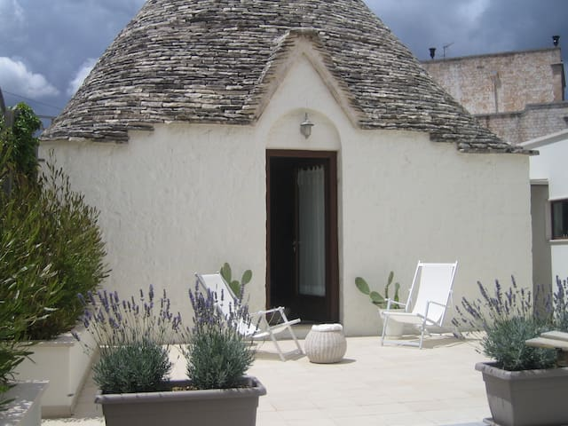 The olive tree trullo (with garden)