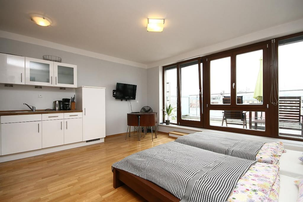 studio apt with sunny terrace wohnungen zur miete in. Black Bedroom Furniture Sets. Home Design Ideas