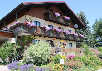Gemütliches Gästehaus Nähe Attersee - Berg im Attergau
