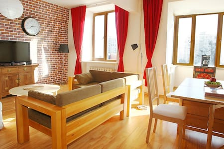 Very Central Comfortable 2 Bed Apt. - Flat