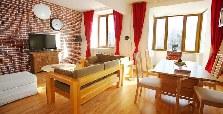 Very Central Comfortable 2 Bed Apt.
