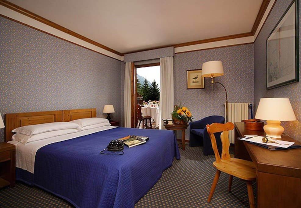 This is a generic room of the hotel, not the exact rooms i'm offering. Just to give you an idea of the place.