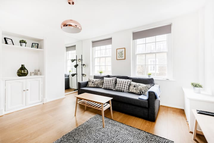 ONE BEDROOM CHARACTERFUL APARTMENT IN COVENT GARDEN