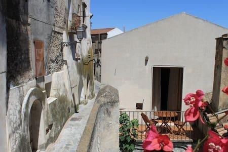 Zwischen Berge und Meer  - Rocca Imperiale - Wohnung