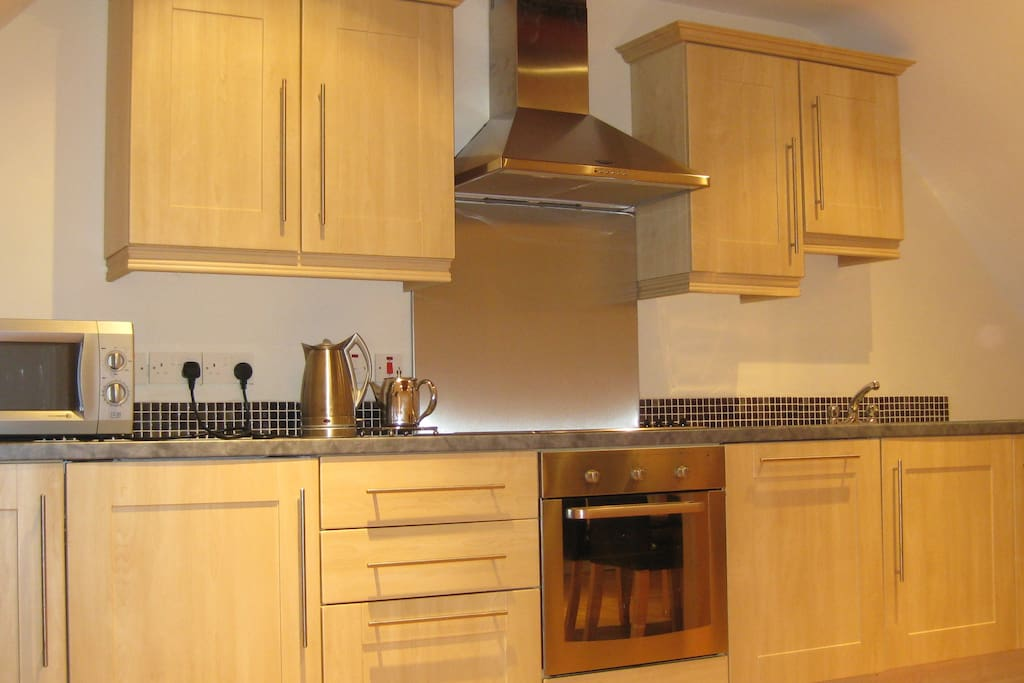 Fully fitted Kitchen including Dishwasher, Cooker and Fridge