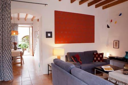 FULLY RESTAURED MALLORCAN VILLAGE HOUSE PATIO - Pina (Algaida) - Casa