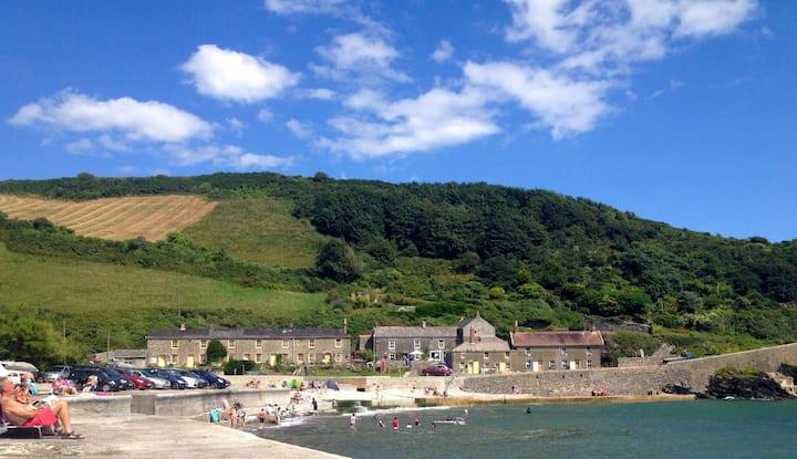 Cornish coastal  cottage on the sea front
