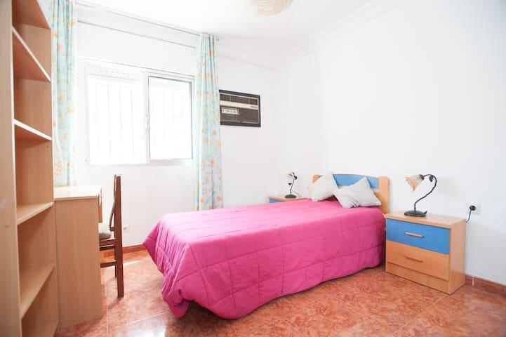 Habitación amplia con cama doble - Siviglia - Appartamento
