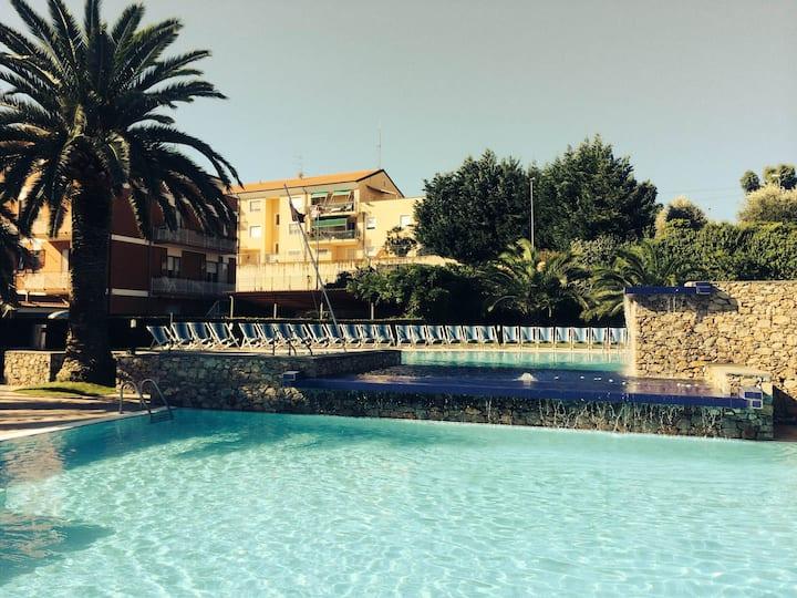 Bilo 4 posti con piscina-Wifi-Loano