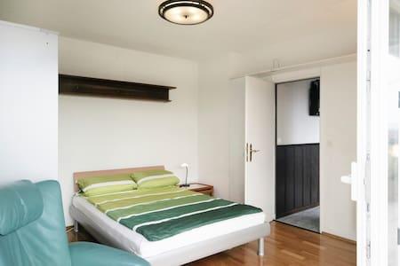 Gemütlche Wohnung mit Ausblick - Frankfurt - Leilighet