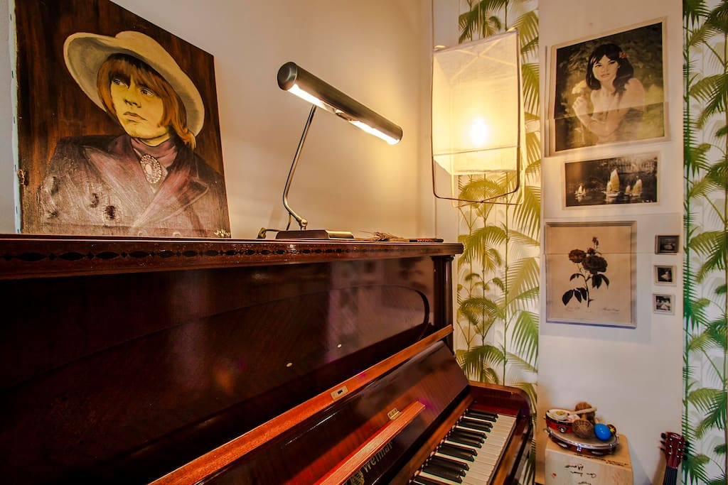 Our musician corner with Brian Jones at the piano..