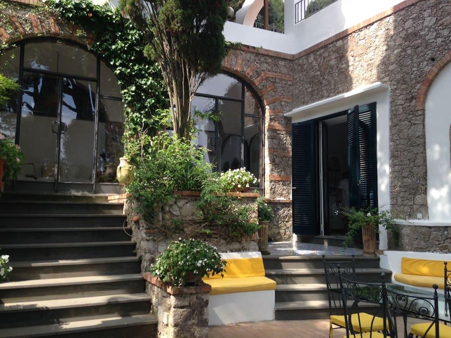 Villa panoramica capri centro villas for rent in capri for Villas in capri