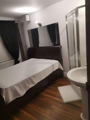 Condo Chambre Vimont la petite ohotel.ca